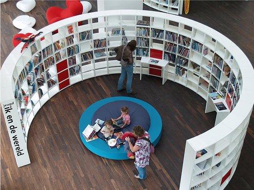 amsterdam_library_shelves